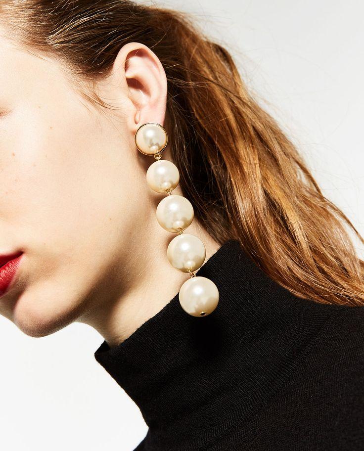 Immagine 4 di ORECCHINI LUNGHI PERLE di Zara