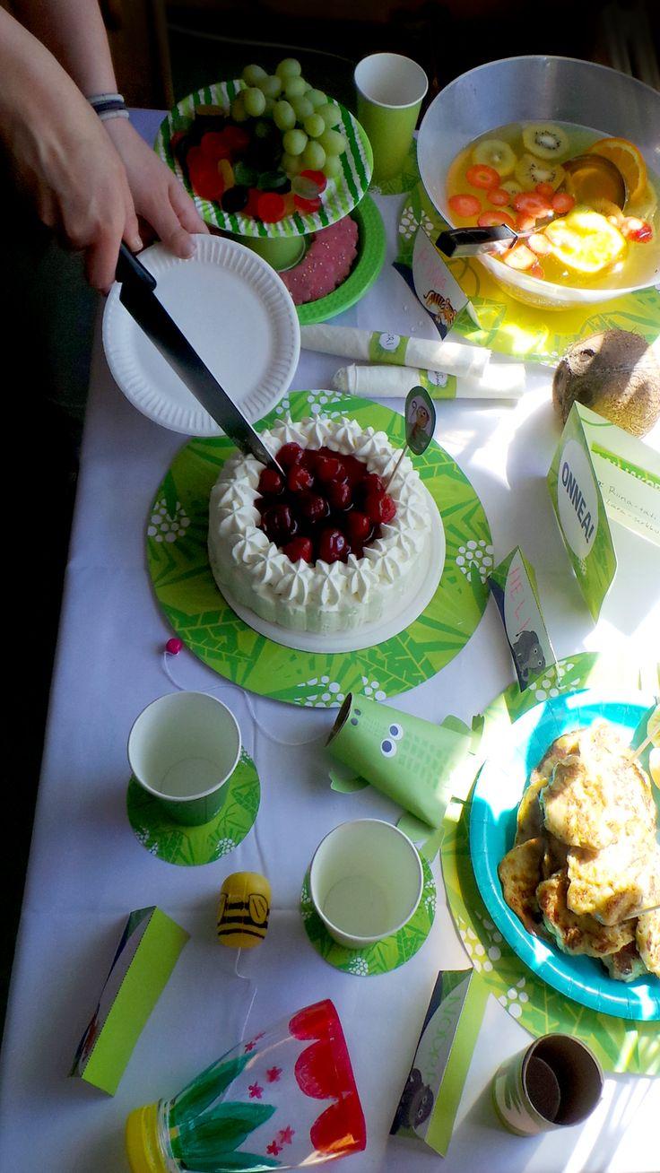 Kattaus | lasten | juhlat | askartelu | syntymäpäivät | synttärit | paperi | tulostettava | setting | printable| paper | DIY ideas | birthday | party | kids | children | kid crafts | crafts | Pikku Kakkonen