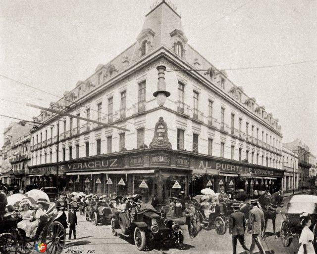 Al Puerto de Veracruz, en la contraesquina de El Palacio de Hierro, siglo XX, temprano