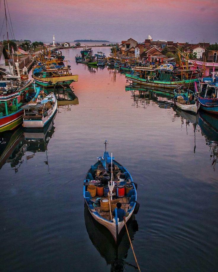 Hidupkan dunia dengan seni fotografi Indonesia.  Foto: @hanifphotography Lokasi: Pantai Ujung batu Jepara.  #exploreujungbatu #visitjepara #visitjawatengah #visitjateng #jatenggayeng #kompasnusantara #Indonesia