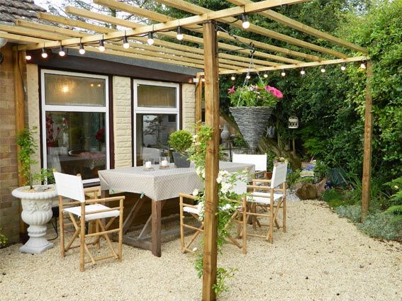 pictures of a diy pergola - i love how basic it is and the squared off ends on the wood