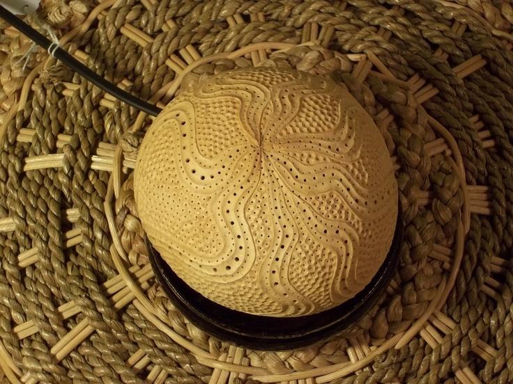 Carved coconut shell lamp...............  Sculpture lumineuse en noix de coco sculptée