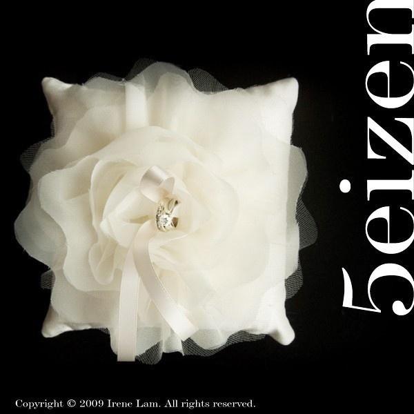 ring pillow $55 via etsy #mirabellabeauty #wedding 3pillow #ring