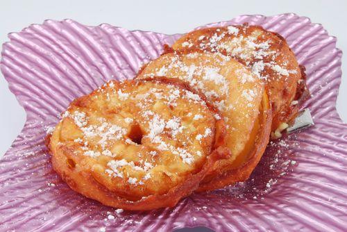 À l'occasion de la fête de Mardi Gras, voici une recette pour faire des beignets de pommes facilement. Un plaisir gourmand pour les parents et les enfants.