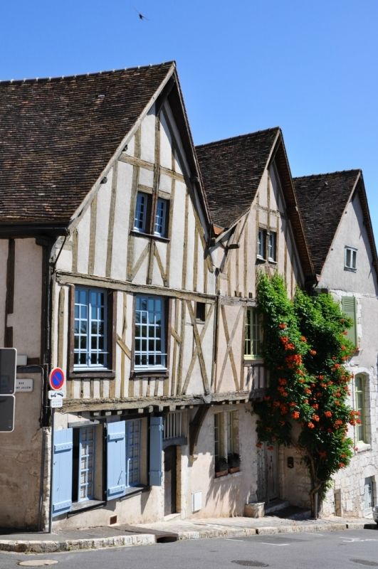 Каменная и фахверковая старинная архитектура в Шартре (Chartres), Центр (Centre) - Памятники архитектуры