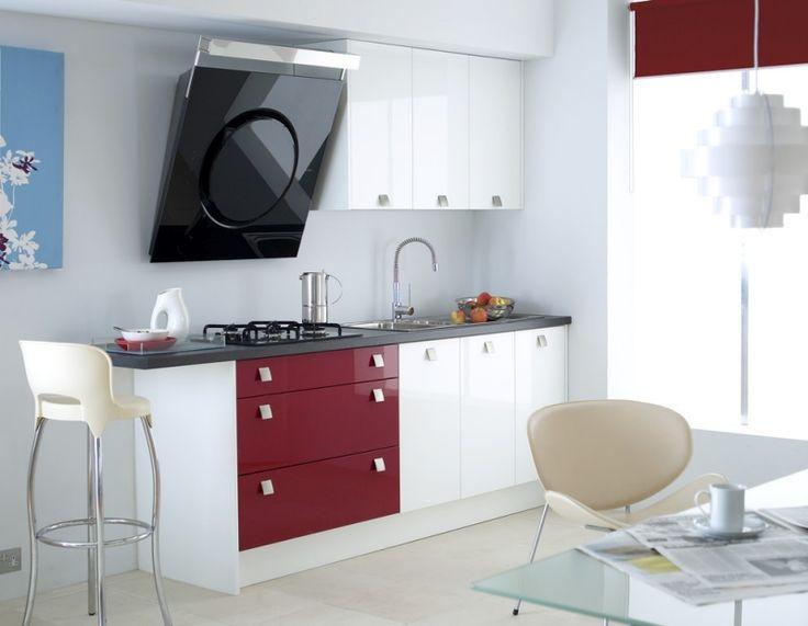 Schwarze Hohglanz-Dunstabzugshaube für die kleine Küche
