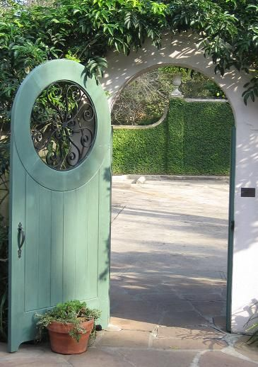 welcome. : The Doors, Secret Gardens, Gardens Design Ideas, Modern Gardens Design, Flowers Pots, Gardens Gates, Gardens Doors, Wrought Iron, Outdoor Gardens