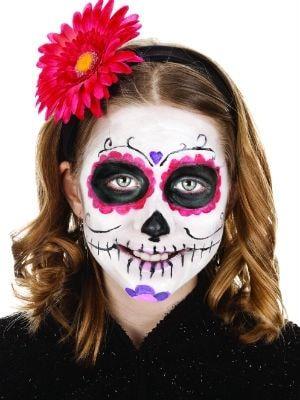 un tutoriel pour faire un maquillage de squelette.