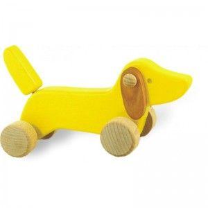 Witajcie ponownie, Dzisiaj zabawka dla dzieci od 18 miesięcy, Bajo 21210 - Drewniany Jamniczek na Kółkach. Świetna zabawka do pchania, ćwiczy sprawność motoryczną dziecka. Śmieszne, ruchome uszka! Wyprodukowano w Polsce. Sprawdź dostępne kolory:)