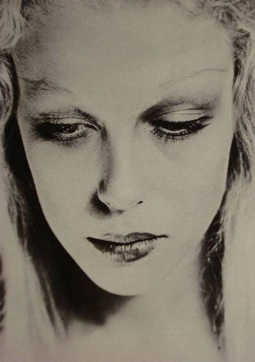 Clara Abascal by Man Ray, 1927