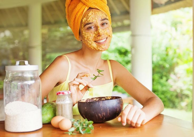 Suffering from acne and blemishes? Well, you can treat them with some very effective homemade remedies. Here is a list that will help.