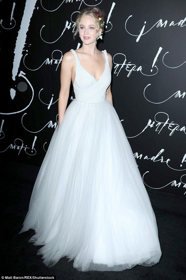 Jennifer Lawrence dons white at the NY premiere of Mother! | Daily Mail Online
