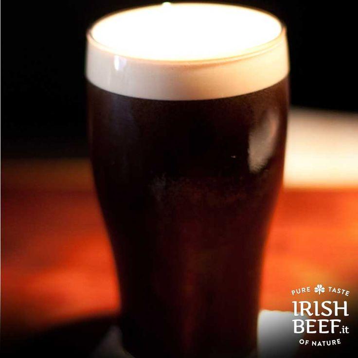 #Beefolk La birra stout è un vero e proprio simbolo nazionale: amata dal popolo irlandese, si dice che in passato le donazioni di sangue venissero incoraggiate dalla promessa di una deliziosa pinta gratis per recuperare il ferro perso! #Irlanda