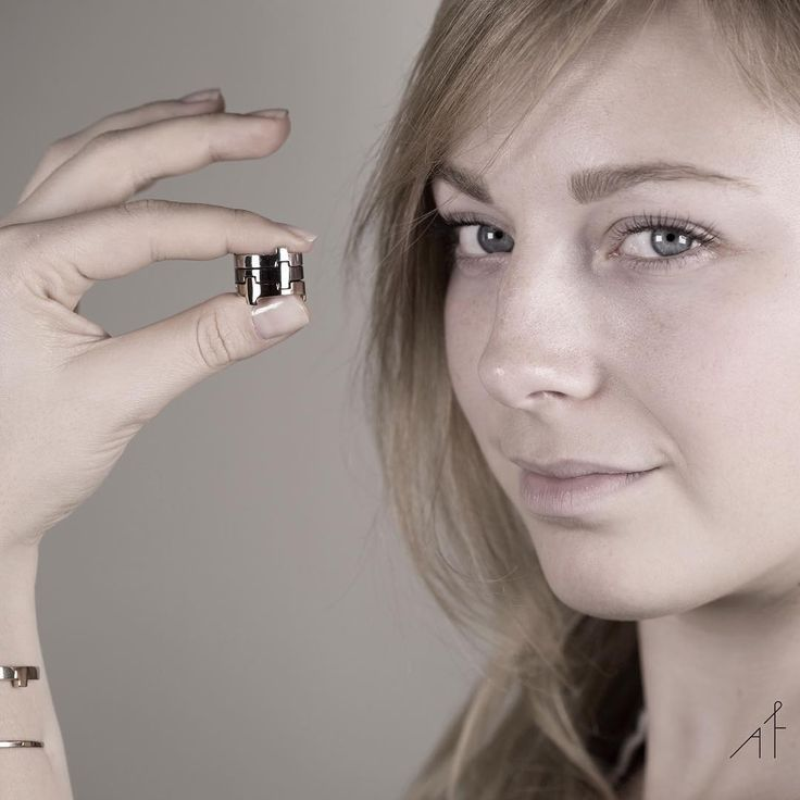 Step boldy into Saturday night with Legoo Ring!  #afewjewels #jewelry #saturday #weekend #fashion #style #moda #legooring #photooftheday #picoftheday #amazing #beautiful #bold #afew #silver #gold #ring #accessorise #incredible #unique #party #model #blueeyes #beauty