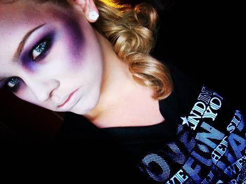 Halloween Tutorial #5 - Zombie/Dead Girl Look. Vlogger is Nikkie. Subscribe here- http://www.youtube.com/user/NikkieTutorials