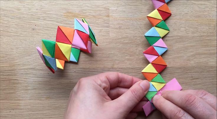 Apprenez à bricoler des bracelets de papiers colorés! Une super activité!