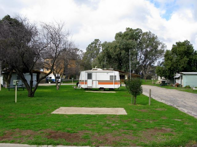 Kerang Caravan and Tourist Park - Riverside Holiday Park and Cottage Accommodation in Kerang.