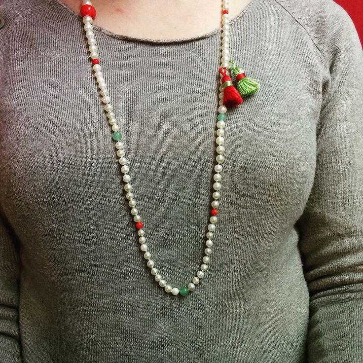 Réparation d'un collier de perles de culture et de pierres semi-précieuses