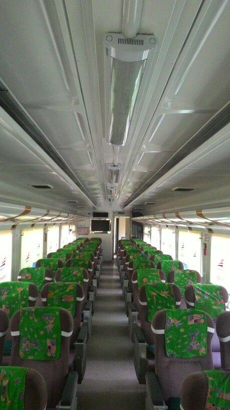 Ruang penumpang K1 Kereta Sembrani