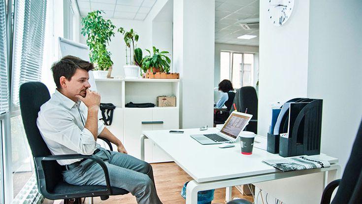 Кресла Total control — это отличный шанс для руководства компании узнать, кто из сотрудников офиса работает больше других, а кто постоянно отсутствует на рабочем месте или каждые полчаса бегает покурить.