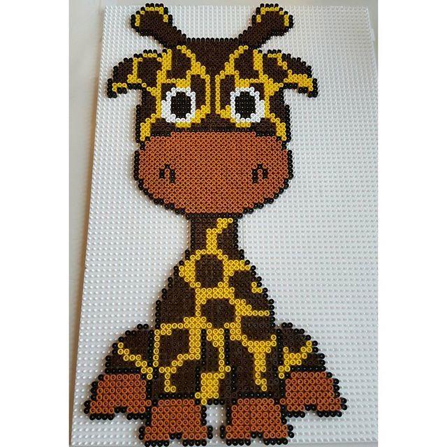 Giraffe hama beads by misscarstensen Pattern: https://de.pinterest.com/pin/374291419013031076/