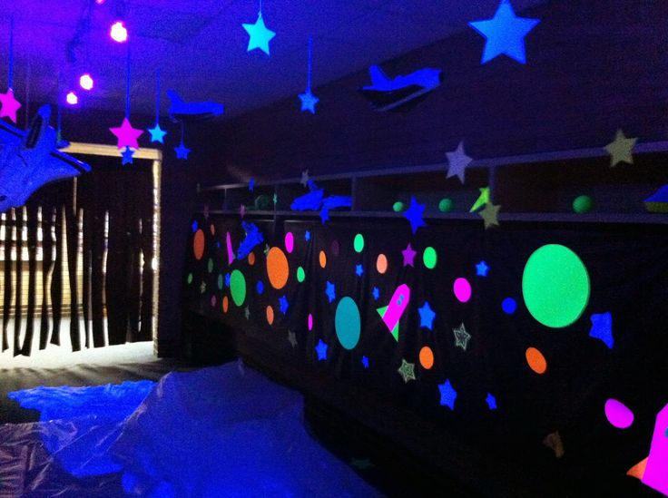 230 best images about neon blacklight glow in dark party for Vintage outer space decor
