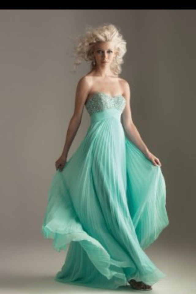 1000 images about long flowy dresses on pinterest flowy for Long flowy wedding dresses