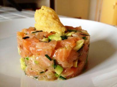 Claire Au Matcha: Tartare Saumon Avocat Mangue et sa Tuile au parmesan