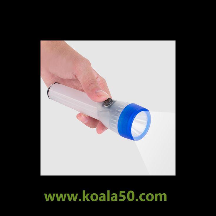 Linterna LED Colores - 1,36 €   ¡Lalinterna LED coloreste será de gran ayuda para combatir la oscuridad! Se trata de una linterna con undiseño retroque recuerda las linternas de antaño, con empuñadura alargada y...  http://www.koala50.com/camping-montana/linterna-led-colores