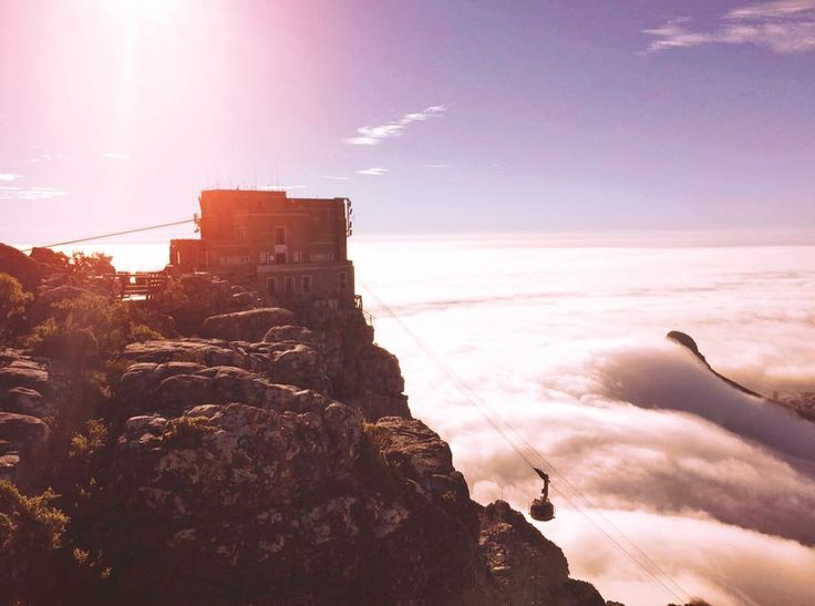 Every cloud has a silver lining! ☁ 📷: @leiladeer #tablemountain #lionshead #cablecar #capetown