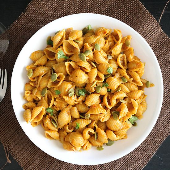One Pot Healthy Pumpkin Pasta- An easy to make, one pot and super healthy Pumpkin Pasta with all the wonderful fall festive flavors.