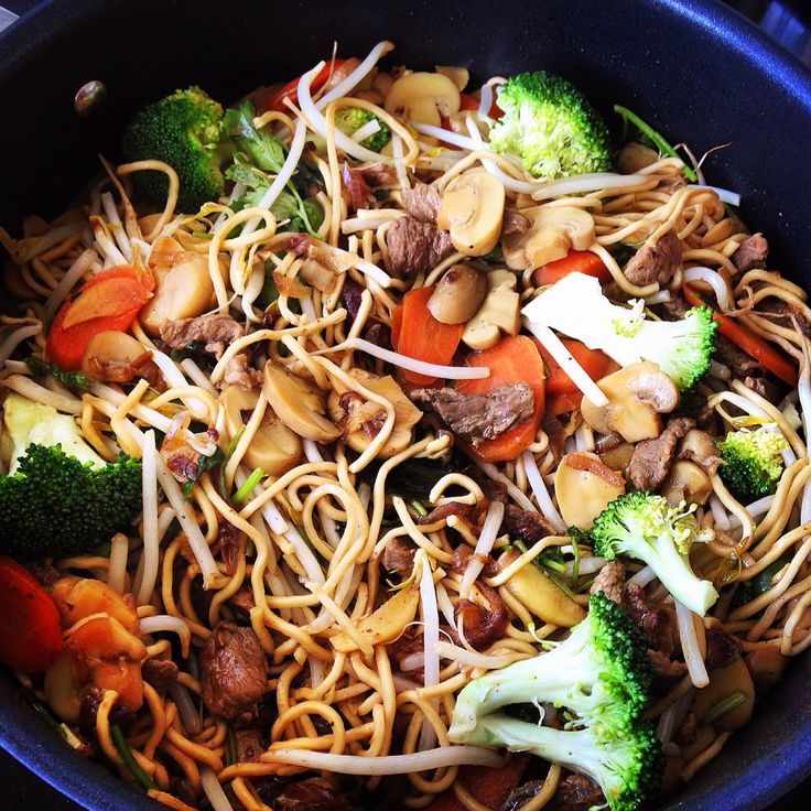 Stir fry beef with egg noodles and broccoli , carrots , bean sprouts, mushrooms, oyster sauce, hoisin sauce , soy sauce, sesame oil, lime leaves, black pepper, papri , ginger , garlic , red onion, cilantro
