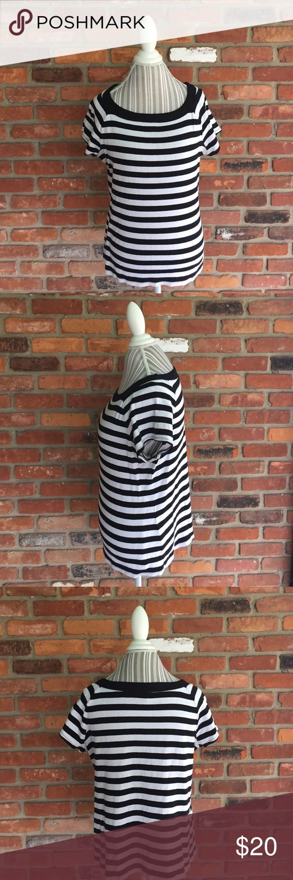 DressBarn Black and White Short Sleeve Top 1X. Dress Barn Black and White Short Sleeve Top. Size 1x. Ready for a weekend of relaxation this is a must have. Simple and clean. Dress it up with a skirt for the work week or lounge pants come 5pm. The versatility of this top is amazing and it's well taken care of. Dress Barn Tops Tees - Short Sleeve