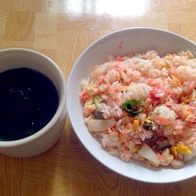 2014GW最終日の朝食 - 43件のもぐもぐ - 昨日のちらし寿司に明太子を混ぜ合わせて・白だしのワカメのお吸い物と by Tarou  Masayuki