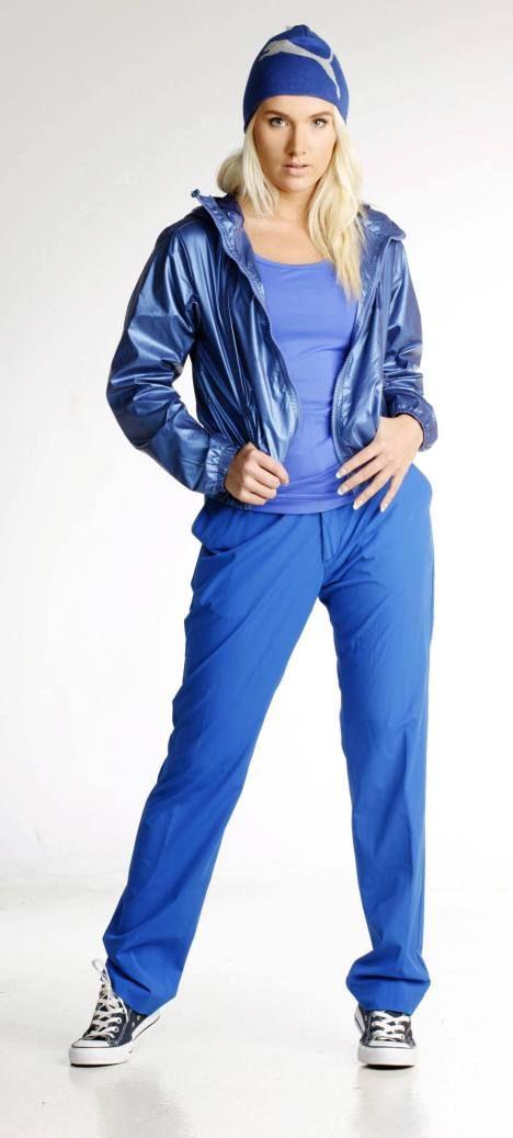 Sähäkän sinistä ja sporttista muotia.