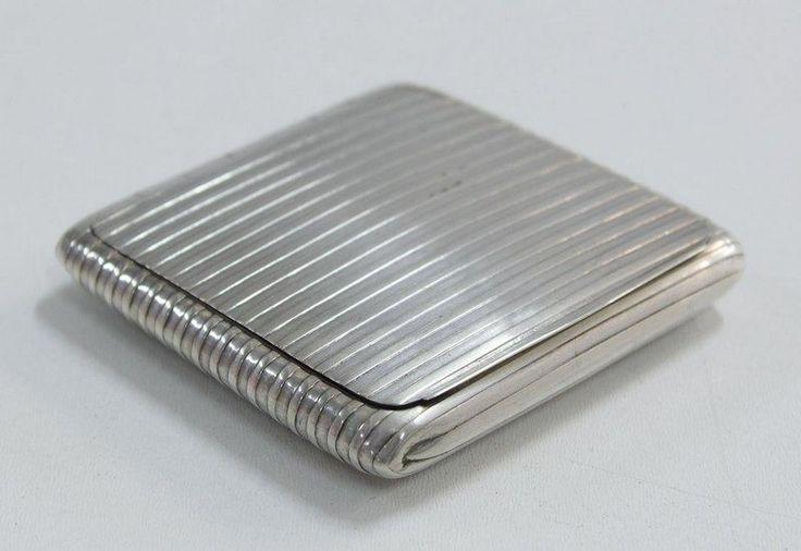 Lote 4372 - PRATA - Caixa para tabaco em prata Javali 833. Peso: 85,2 g. Dim: 8,5x8,5 cm. 1894-1901