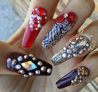 Las nuevas uñas estilo Sinaloa o Buchonas. Big nails. Zwarovski. Shine. Bisutería.