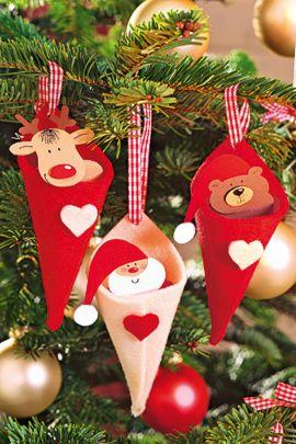 Den Weihnachtsbaumschmuck mit Bär, Elch und dem Weihnachtsmann können Sie selbst basteln. So kommt der klassische Weihnachtsschmuck auch an Ihren Baum 🎄 © Christophorus Verlag