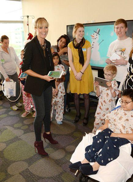 Heidi Klum - Heidi Klum Gives Back at the Children's Hospital