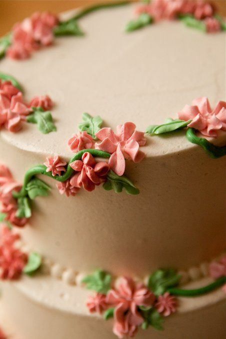 Cake Decorating Vines : 17 Best images about piping flowers on Pinterest Flower ...