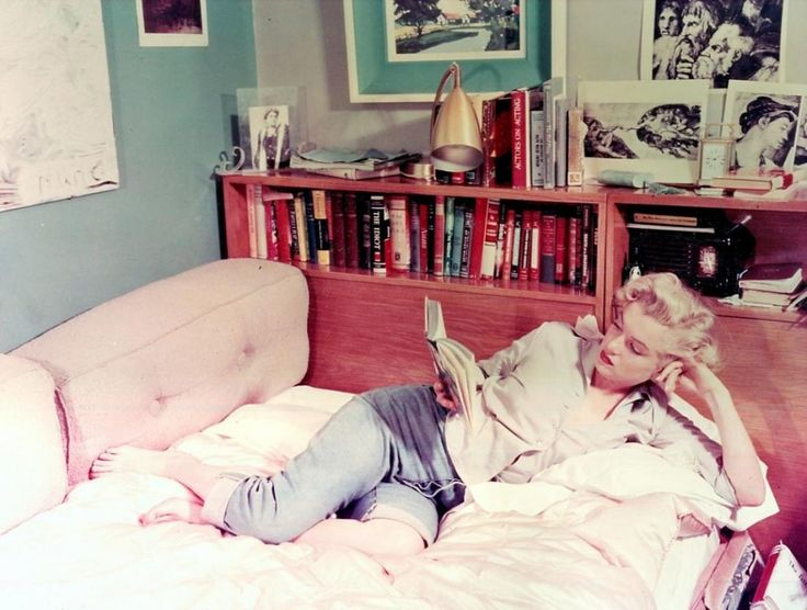 """""""What nobody talks about, when they talk about Marilyn Monroe"""" - most people see her as a sex symbol, but she was so much more than that: voracious reader, poet, yoga practitioner, Jewish convert,  supporter of Ella Fitzgerald, and more... http://hellogiggles.com/the-other-side-marilyn-monroe/"""