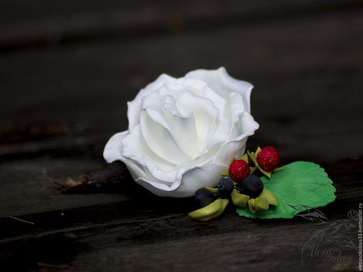 Купить Заколка белая роза с лесными ягодами - белый, заколка для волос, заколка с цветами, заколка