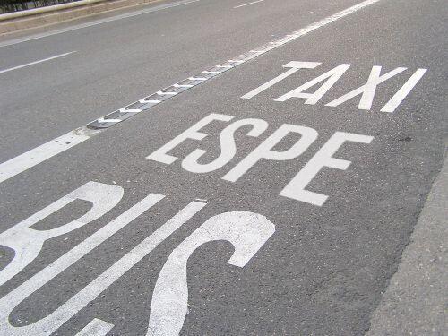 """jijiji vía """"@alvaro_sobrino: nueva señalización del carril bus #aguirrealafuga pic.twitter.com/QyhIpXUMhd"""""""
