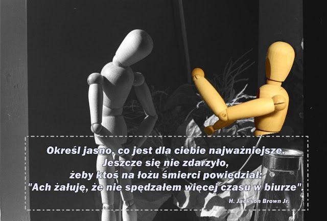 #opiekunmedyczny Spójrzmy na siebie samych: na siebie w pracy i na siebie poza pracą oczami kogoś innego, z dystansu. Czy nasze zachowanie nie odbiega od normy od jakiegoś czasu? Czy nasze samopoczucie się nie pogorszyło? Czy praca jest dla nas tylko i wyłącznie przykrą koniecznością, a pobyt w domu jedynie  przerywnikiem w pracy? Czy czujemy jeszcze satysfakcję z tego, co robimy?  Zastanówmy się. Wyciągnijmy wnioski. Działajmy!