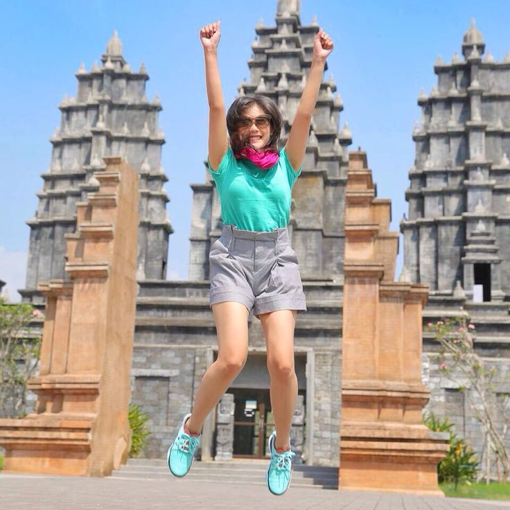 There she is, the lovely fit girl Shinta Rosari a TV presenter, singer and she loves to travell much. She is wearing ReebokΔONE Indonesia Zcut Train. #ActiveStyle #MAPActiveFriends