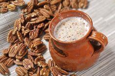 Atole de nuez | Cocina y Comparte | Recetas de Cocina al Natural 4 cucharadas de azúcar blanca 2 cucharadas de maicena (fécula de maíz) 1/4taza de nuez 3 tazas de leche de vaca 1/2taza de agua