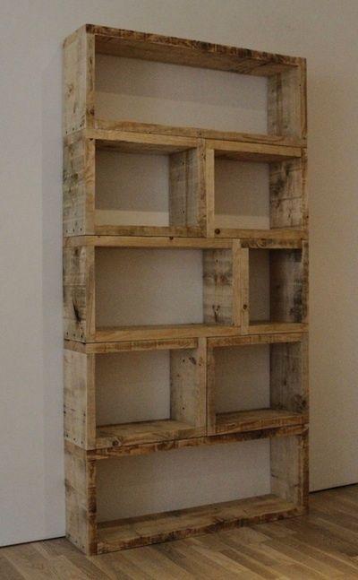 Rangement ou bibliothèque en bois de palette.