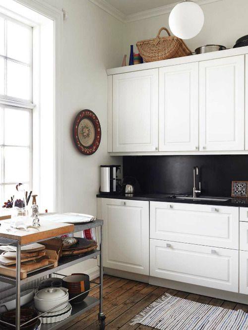 *Kitchens Design, Black Backsplash, Bedrooms Design, Wooden Floors, Prep Carts, Interiors Design, High Ceilings, Design Kitchens, Bedrooms Decor