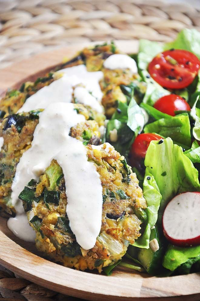 This #vegan green chickpea patties with tahini sauce recipe is not only delicious, but healthy too! | http://gourmandelle.com