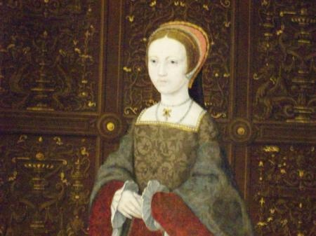"""Elizabeth I wears her mother, Anne Boleyn's, """"A"""" pendant necklace in the famous painting """"The Family of Henry VIII"""" now hanging in Hampton Court Palace.. what a lovely, moving tribute to her fallen mother!"""